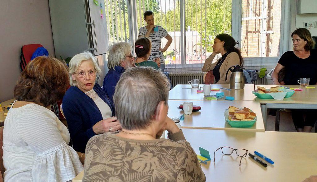 Dorien Stol verzamelt ideeën van de inspiratie middag buurtbewoners