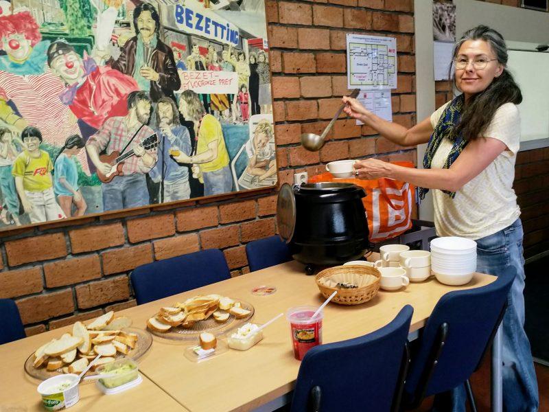 De zomerschool begint ook voor Yvette met een soepje